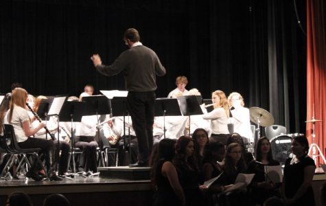 Band and choir perform songs at Christmas concert