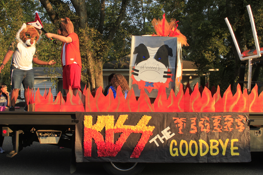 The+junior+class+took+first+place+with+their+float%2C+Kiss+the+Tigers+Good-bye%2C+in+the+Homecoming+Parade.