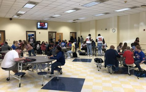 New lunch schedule brings mixed reviews